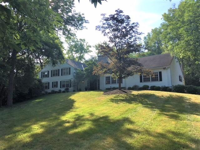2 Ault Ln Glendale OH