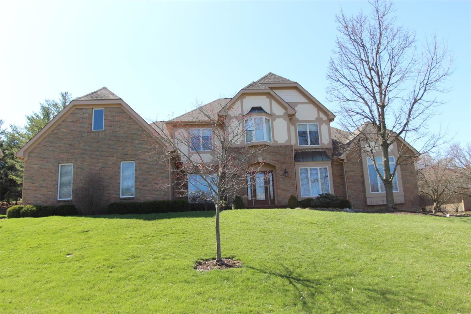 3596 Carpenters Green Ln Blue Ash OH