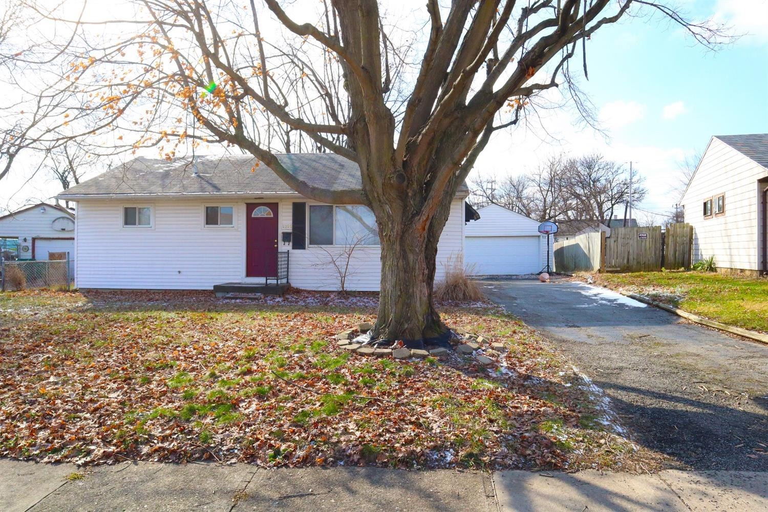 2232 Acosta St Kettering OH
