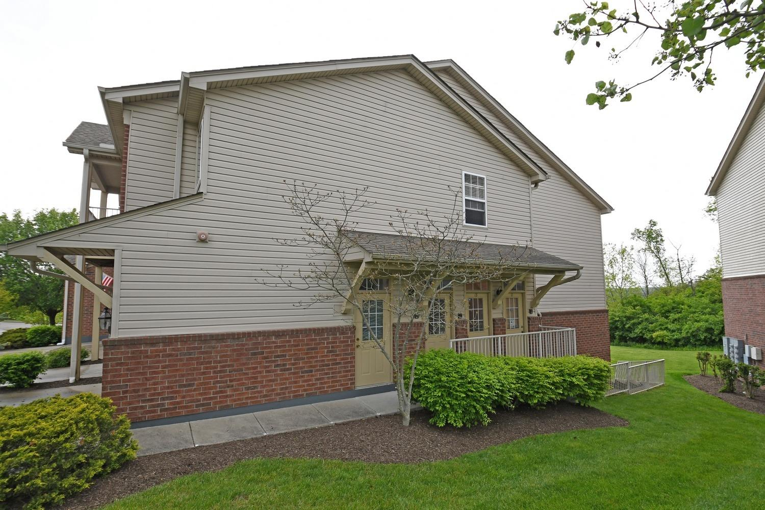 5557 Twin Lakes Ct 13 Green Twp OH