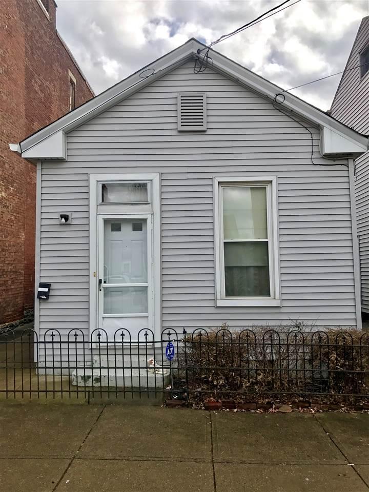 226 E 10th Street