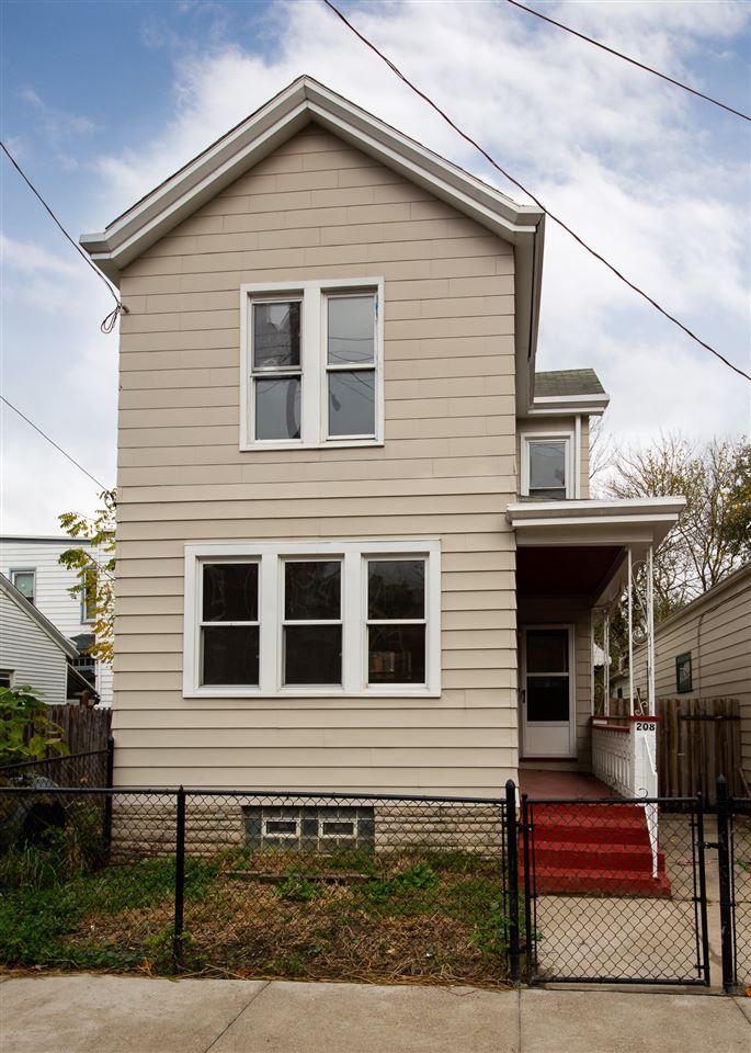 208 E 18th Street